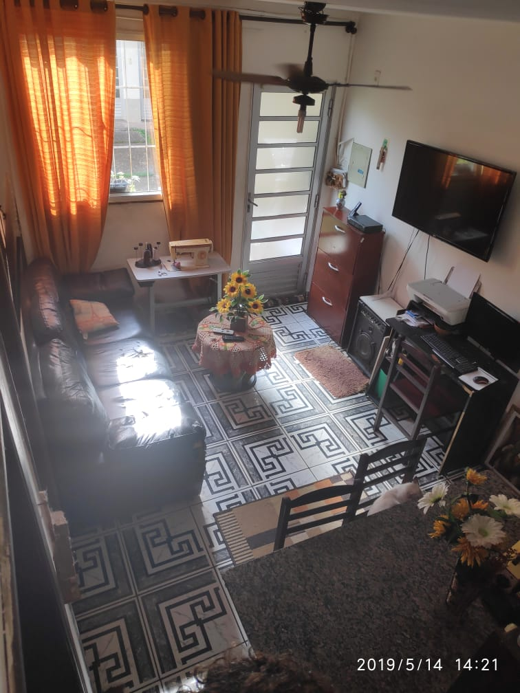 Santa Cruz, apartamento terreo com 2 quartos , ar condicionado, blindex no banheiro…..