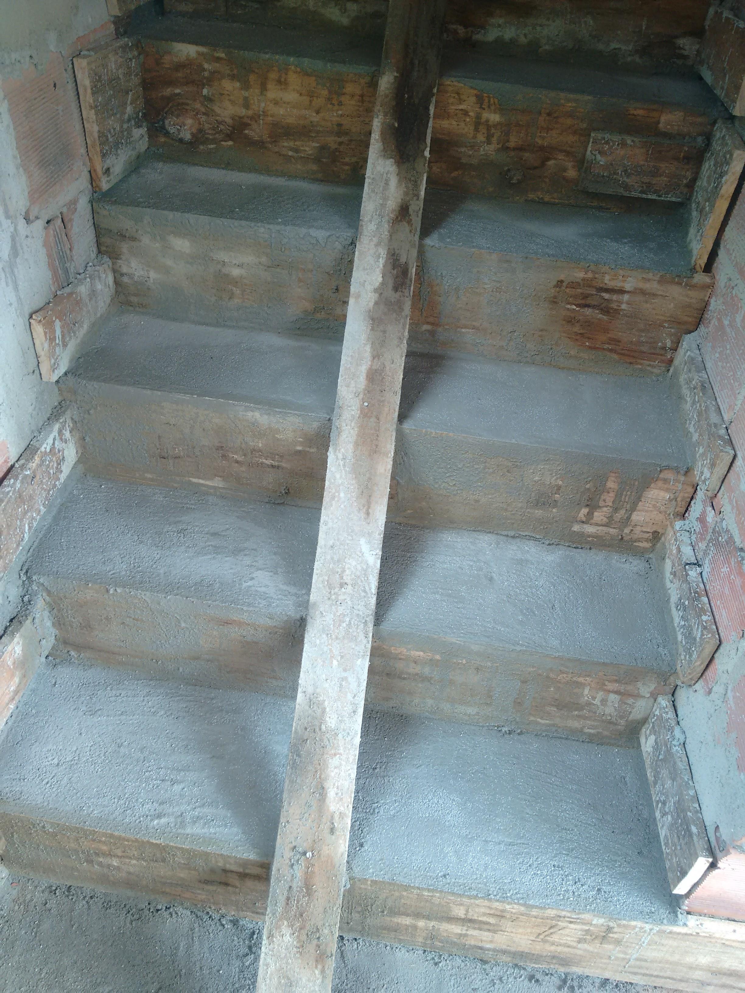 Escadas de Concreto armado.