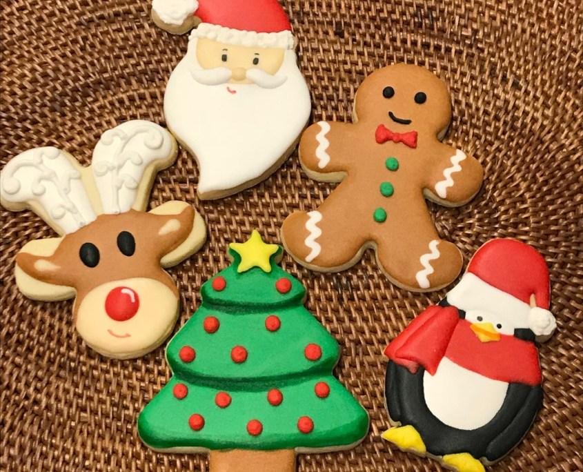 Trabalhando em casa com o Curso Continuado de Biscoitos Decorados, a cada Mês tem uma nova Aula?