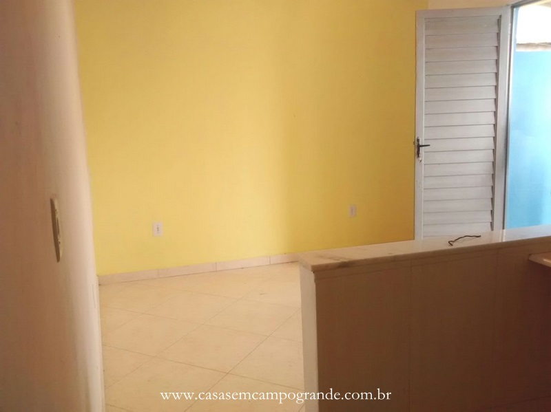 Guaratiba – Largo do ABC – Quitinete Reformada com 30m2 – 1 Vaga – Pode Aumentar