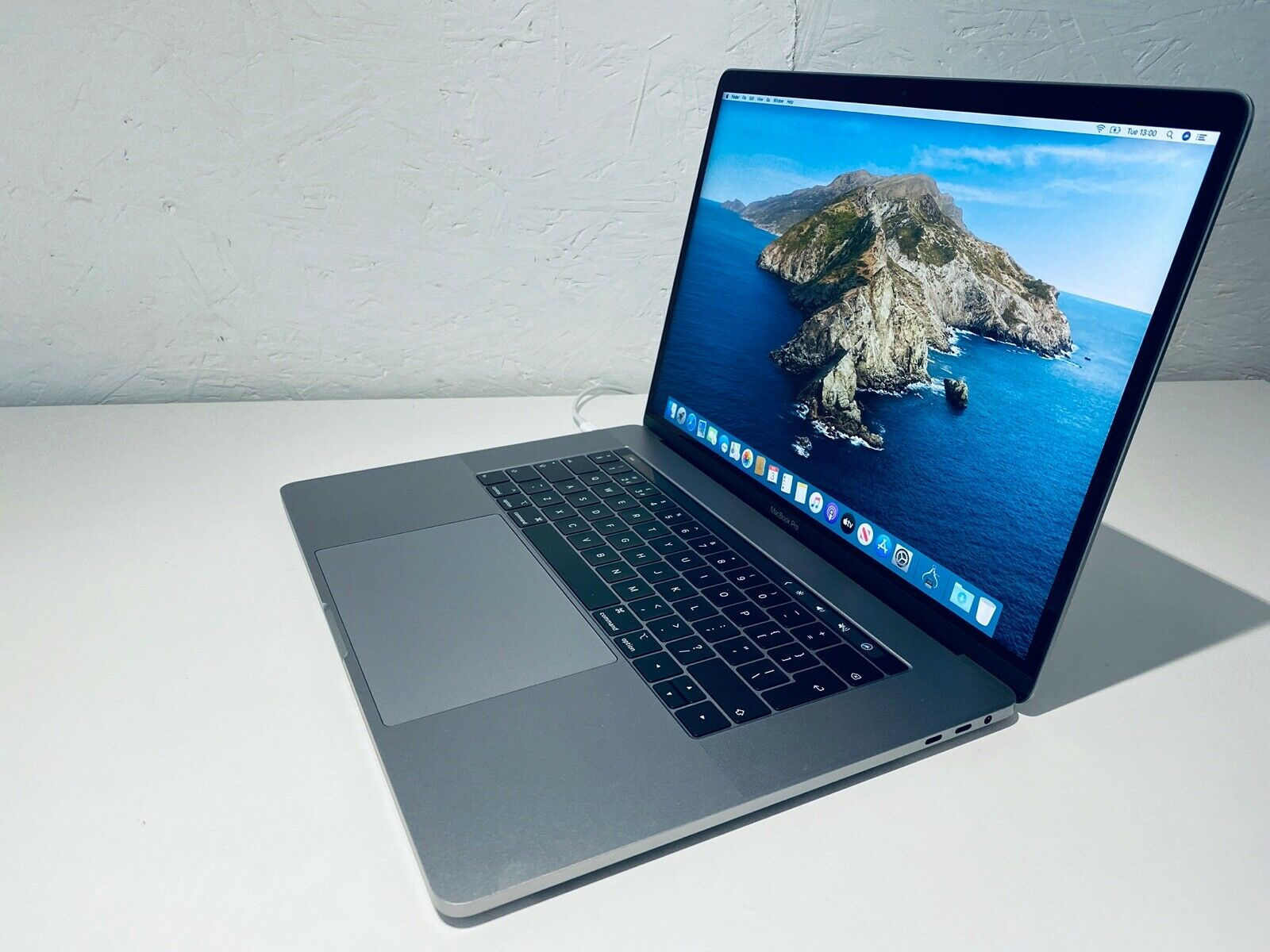 "Apple MacBook Pro Retina 15"" 2018 Touch Bar ID i9 6 Core 2.9Ghz 32GB 1TB Vega 20"