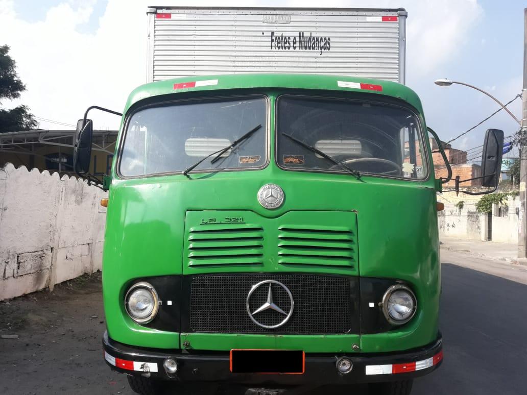 Caminhão baú Mercedes Benz LP