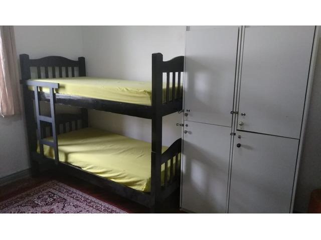 Alugo vagas masculinas em quartos compartilhados no bairro da Liberdade.