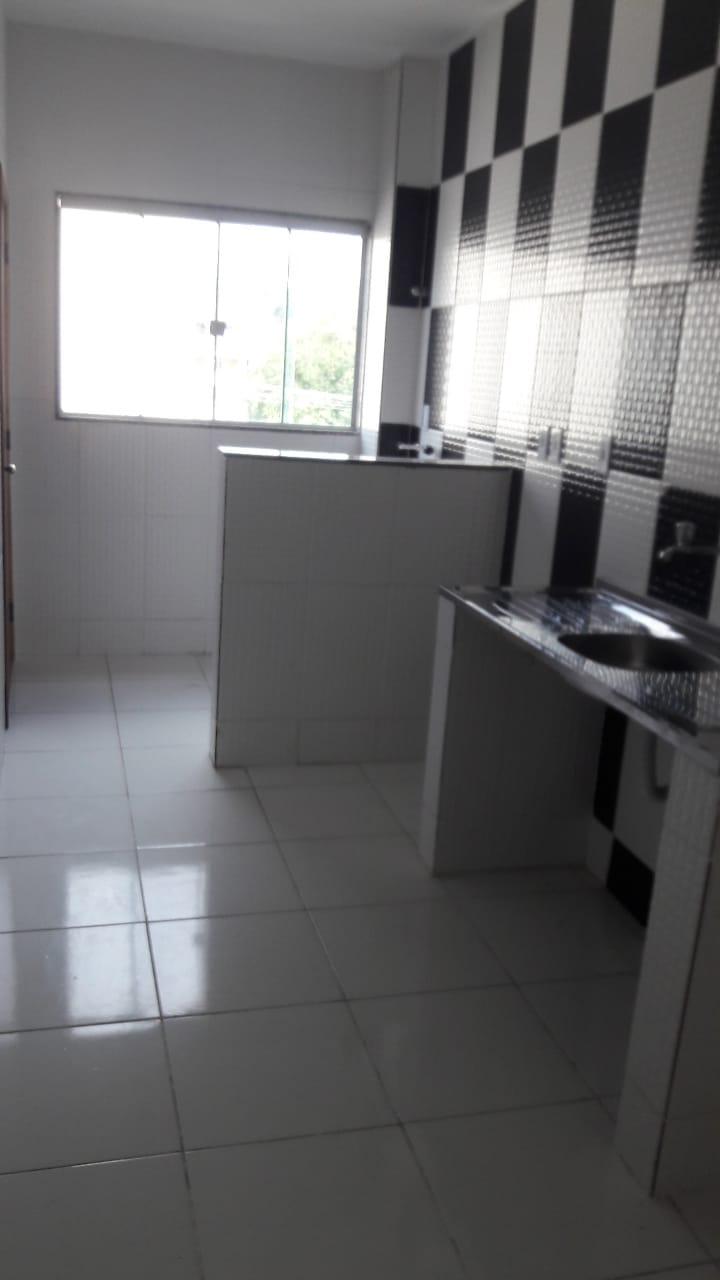 iraja alugo casa 2 qtos sala copacozinha area garagem aluguel 1300